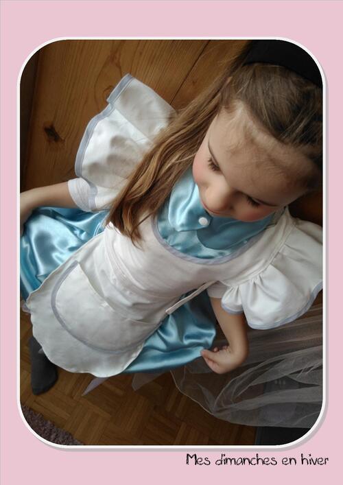 Coudre le déguisement d'Alice aux pays des merveilles