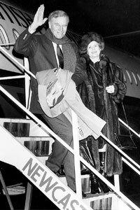 Heston arriver à Newcastle dans les années 80 avec la femme Lydia, en haut, et a rencontré des étudiants de St Thomas More School en Blaydon
