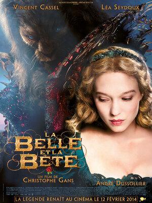 LA BELLE ET LA BÊTE : Fin du XVIIIè siècle, dans un petit village français. Belle, jeune fille rêveuse et passionnée de littérature, vit avec son père, un vieil inventeur farfelu. S'étant perdu une nuit dans la fôret, ce dernier se réfugie au château de la Bête, qui la jette au cachot. Ne pouvant supporter de voir son père emprisonné, Belle accepte alors de prendre sa place, ignorant que sous le masque du monstre se cache un Prince Charmant tremblant d'amour pour elle, mais victime d'une terrible malédiction....-----...Date de sortie 22 mars 2017 De Bill Condon Avec Emma Watson, Dan Stevens, Luke Evans plus Genres Fantastique, Romance Nationalité Américain
