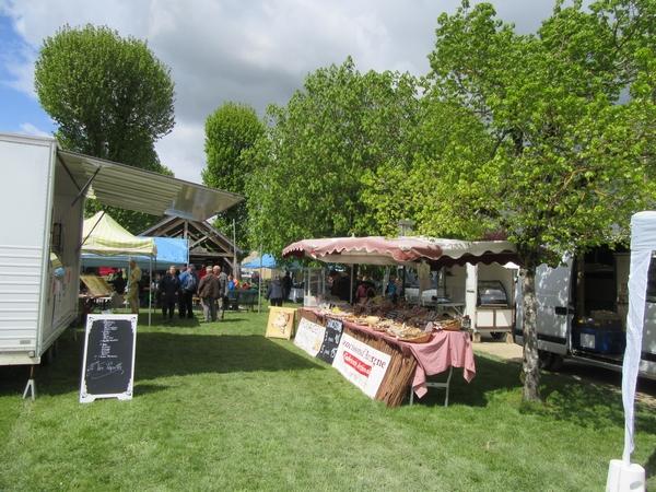 Malgré le vent et le froid le marché artisanal et gourmand de Magny-Lambert a eu du succès !