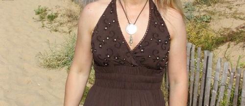 customisation sur le bustier d'une robe longue