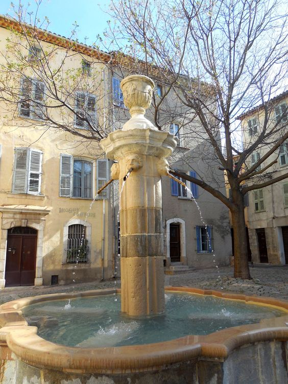 Brignoles (83) - Fontaine place Jean Raynaud