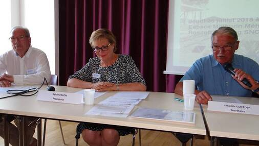 Jean-Claude Borraz, vice-président de l'Association de promotion de la ligne ferroviaire Morlaix - Saint-Pol-de-Léon - Roscoff ; Sylvie Fillon, présidente, et Frédéric Guyader,secrétaire, ont mené les débats.