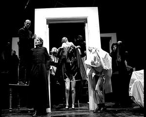 Le théâtre moderne est né d'une décadence