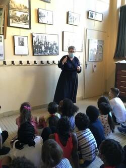 Visite du musée de l'école d'autrefois pour les CE1 B et CE1 C