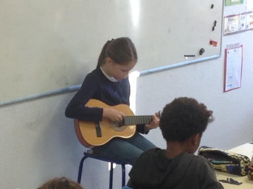 Estelle et la guitare