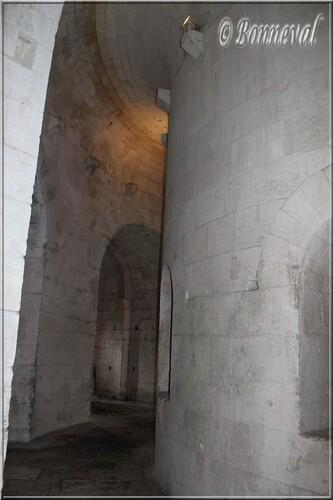 Abbaye de Montmajour Abbatiale Notre-Dame déambulatoire de la crypte