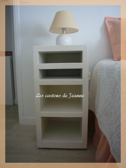 petit meuble chevet les cartons de jeanne. Black Bedroom Furniture Sets. Home Design Ideas