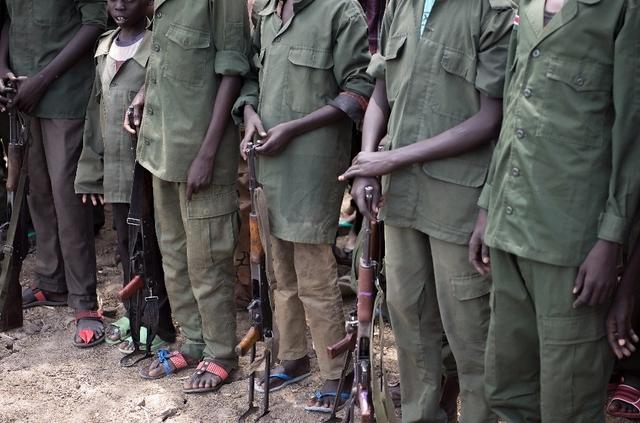 Les enfants-soldats continuent d'être recrutés