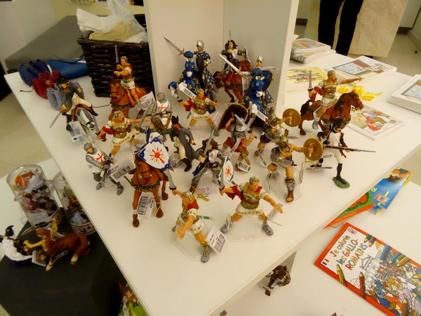 La boutique du Musée du Pays Châtillonnais-Trésor de Vix contient de magnifiques futurs cadeaux pour les fêtes de fin d'année !