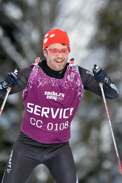 Frederik fait du ski