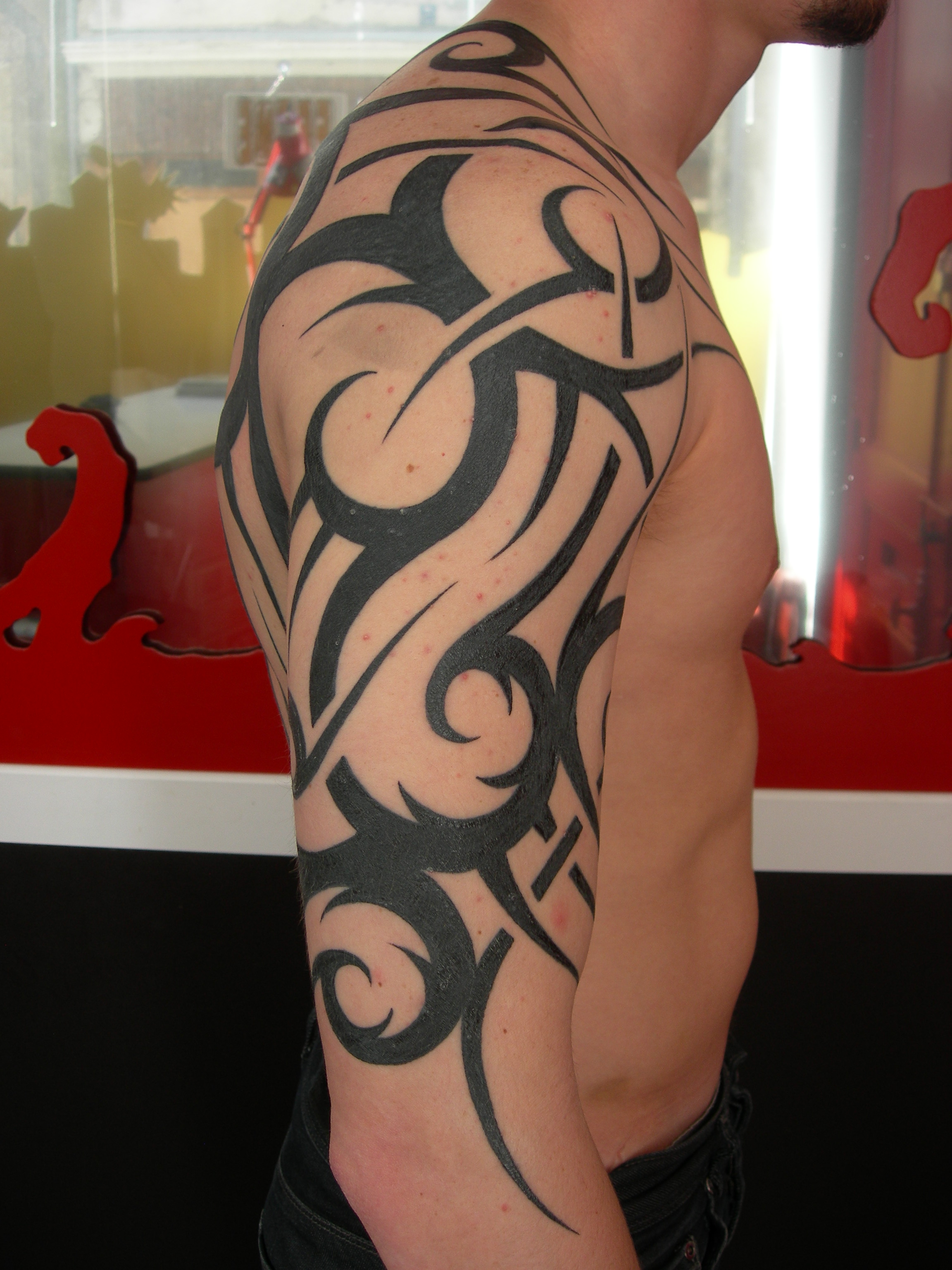 Wonderful Tatouage Epaule Et Bras #11: Tatouage Tribalajo Sur épaule Bras. «