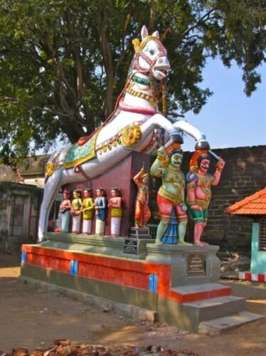 --Madurai-temple-Aiyanar--cheval.jpg