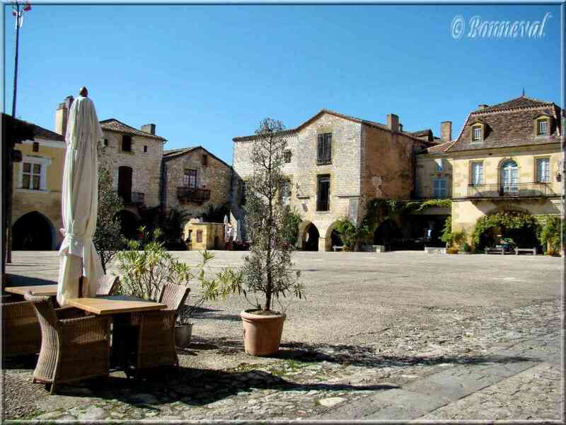 Monpazier Dordogne Place des Cornières