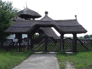 région Hortobàgy,route Mata entrée cimetière