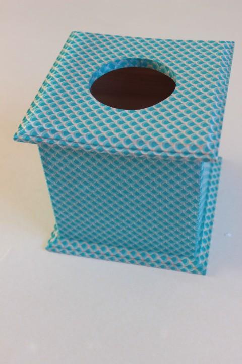 Artepatch sur boite à mouchoirs
