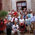 Le groupe dans la cour du château