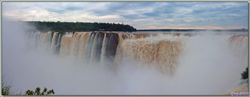 Au-dessus de la Gorge du Diable (Garganta del Diablo) - Puerto Iguazu - Argentine