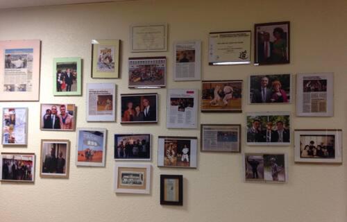 Le Proviseur n'a pas attendu Facebook pour mettre ses photos sur son mur...