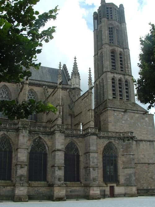 Limoges: Un voyage au milieu des puces de la Cité après de la cathédrale  (1)