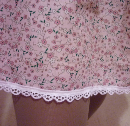 La robe rose à fleurs