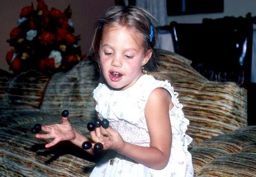 Angelina Jolie a-elle-été abusée dans son enfance ?
