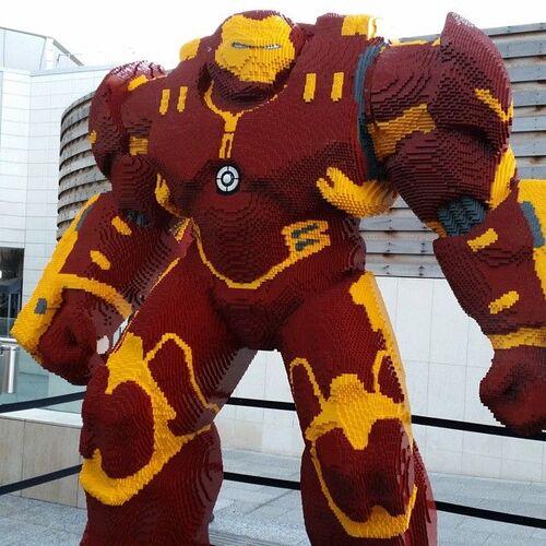 Lego géant amure anti hulk d'iron man