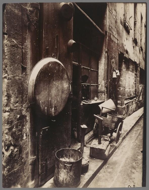 Atget Paris Rue de La Reynie 590x750 Le Paris de 1900 par Atget