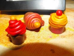 Fimo : pendentifs CupCake et idée de custO. d'un cadre phOtO