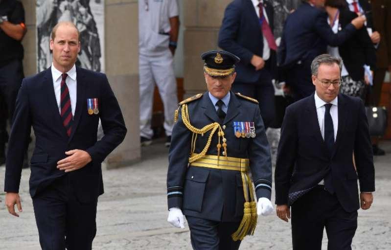 En vacances, Emmanuel Macron et Edouard Philippe sèchent la visite du prince William