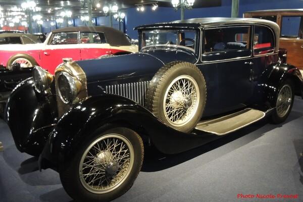 Nicole Prévost aime les avions...et aussi les belles voitures anciennes !