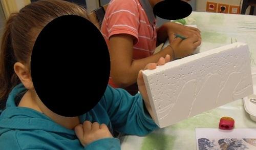 Réaliser des estampes avec du polystyrène extrudé.