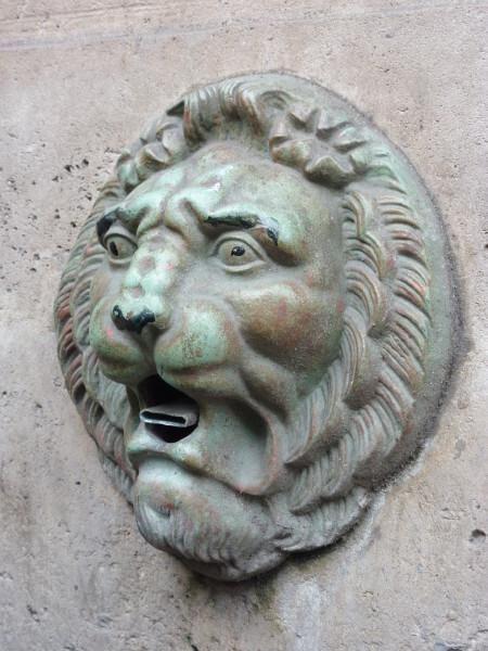 28 - La Fontaine Trogneux - Lion