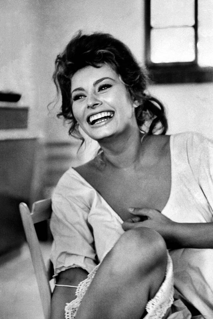https://media.vogue.fr/photos/5c2f474fbbc2010933d431f9/master/w_1280,c_limit/010_sophia_loren_brows_vogueint_gettyimages_jpg_9579.jpg
