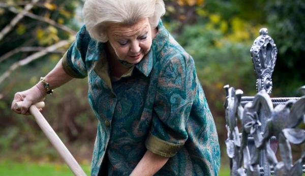 Beatrix plante un arbre