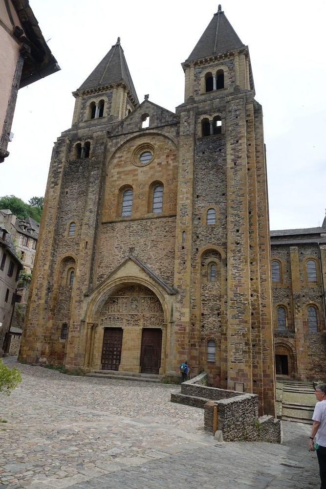 L'église abbatiale Sainte-Foy de Conques (1/2)...