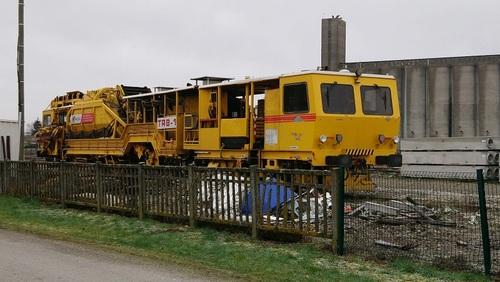 Voici le RTG 35 2B - 99 87 9 125 507-3 - Meccoli en gare de VOVES 28150