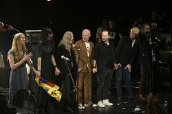 Des artistes populaires sortent un album en commun