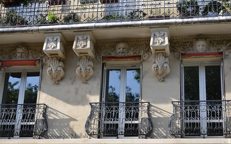Cariatides au 148 rue de Grenelle, Paris 7ème