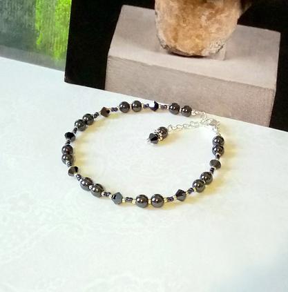Bracelet pierre Hématite gris anthracite 4mm et cristal de Swarovski / Plaqué argent