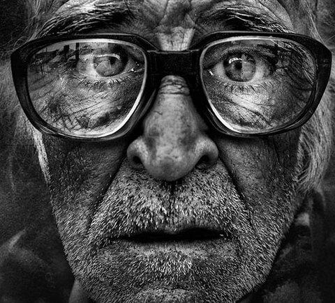 25_portraits_de_sans_abri_realises_en_noir_et_blanc_qui_ne_vous_laisseront_pas_insensible_une