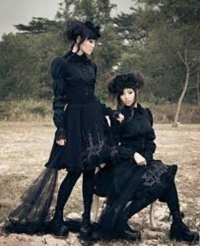 Look gothic lolita
