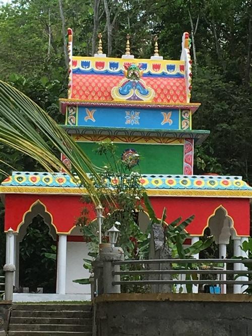 temple hindou a côté de la maison