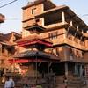 temple parsemés dans Katmandou.JPG