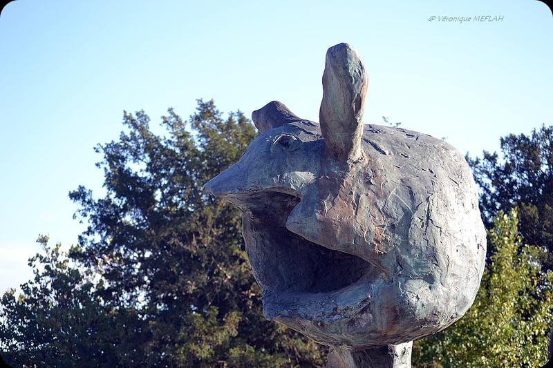 """Jardin des Tuileries : FIAC 2017 : """"Le dernier cri"""" de Erik Dietman (1994)"""