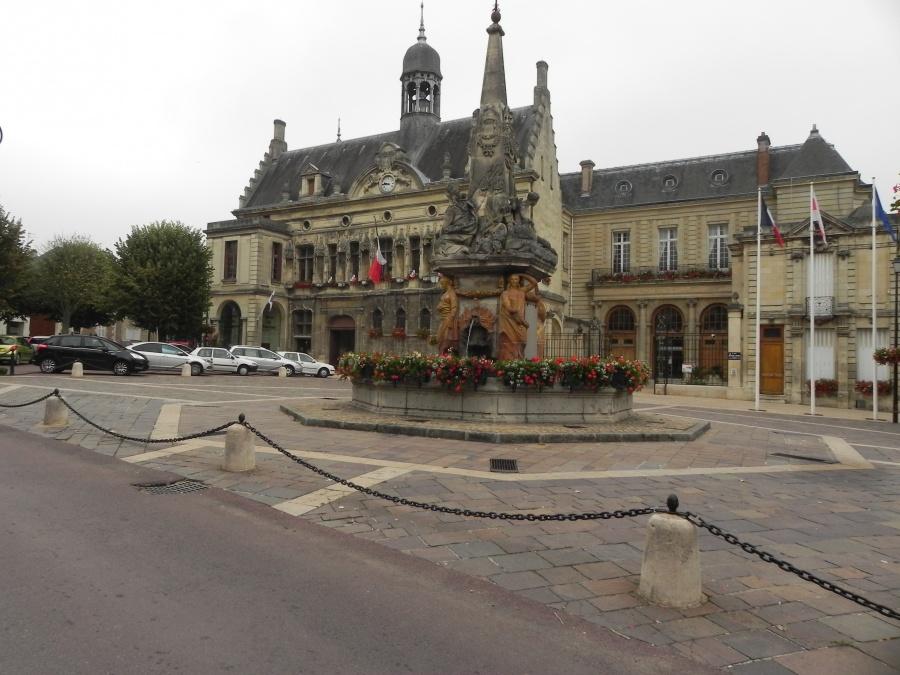 Noyon  dept de l'Oise - 60400