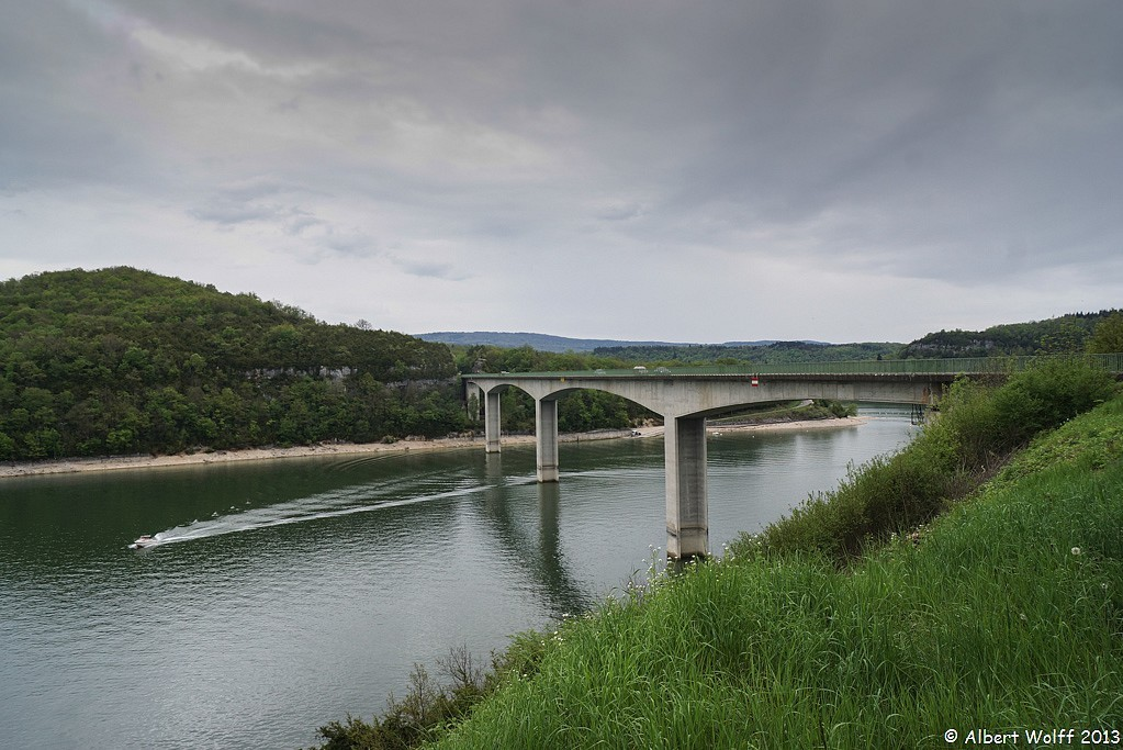 De l'eau dans l'Ain  à Vouglans