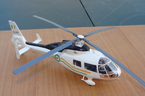 Maquette hélicoptère SA 365C Dauphin TU-VAQ
