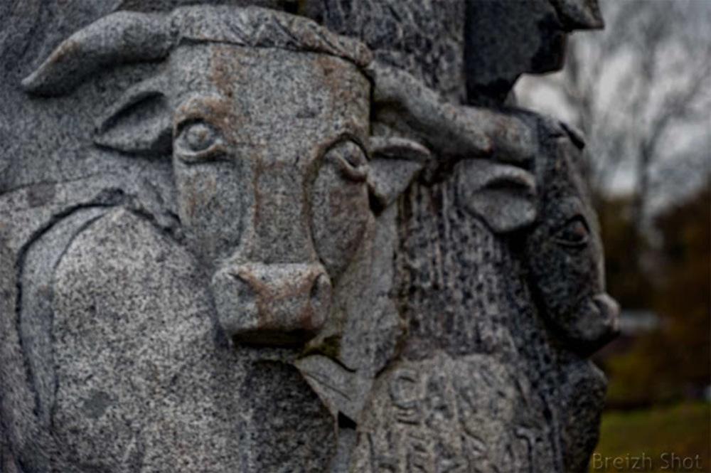 statue de Saint Herbot Carnoët boeuf