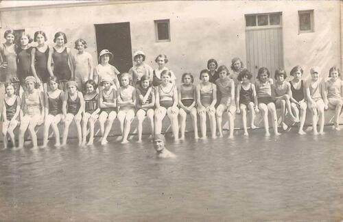 Juin 1933 - L'ouverture de la piscine de l'Ecole Victor Hugo